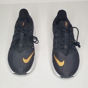 New Women Nike Quest Wide Running Shoes Size: 8